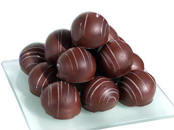 http://baadbaadak.persiangig.com/chocolate-study-women-heart.jpg